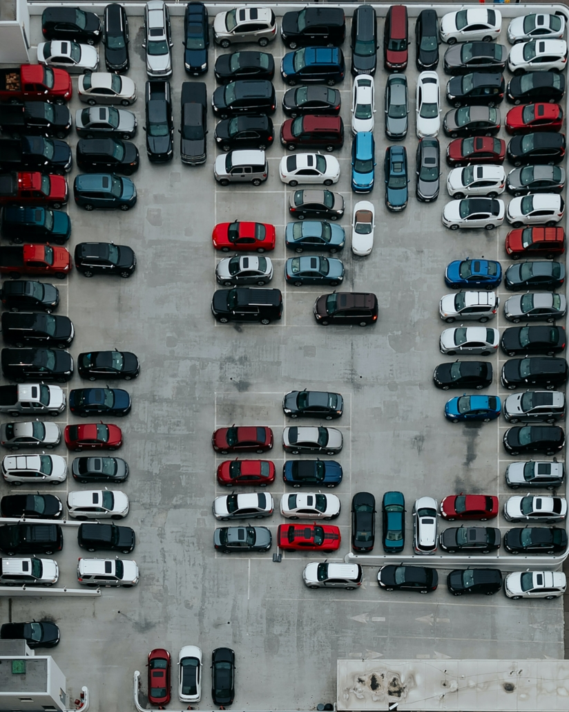 Trouver le bon emplacement pour stationner dans le parking une ville.
